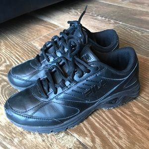 FILA Black Sneakers womens 7.5 blk/blk nonslip